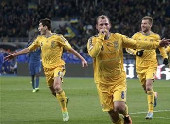 Ukraine's Roman Zozulya (front) celebrates