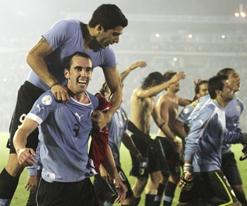 2014 World Cup: Uruguay book place at finals