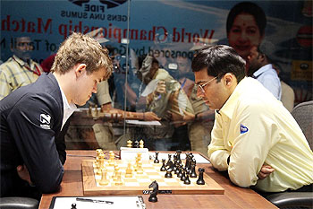 Carlsen and Anand during Game 10