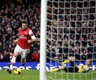 Arsenal extend lead after victory at Southampton
