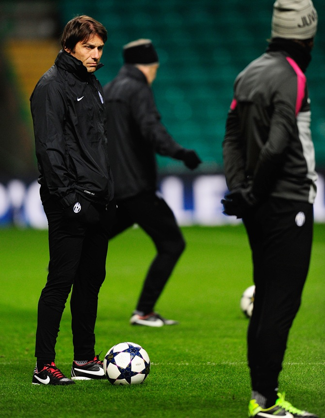 Juventus manager Antonio Conte (left) and Andrea Pirlo look on during the Juventus training session