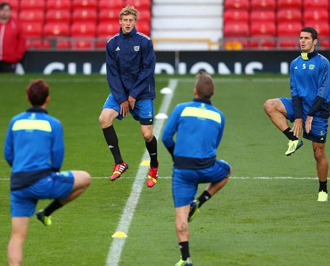 Stefan Kiessling (centre) of Bayer Leverkusen warms up during a team training session