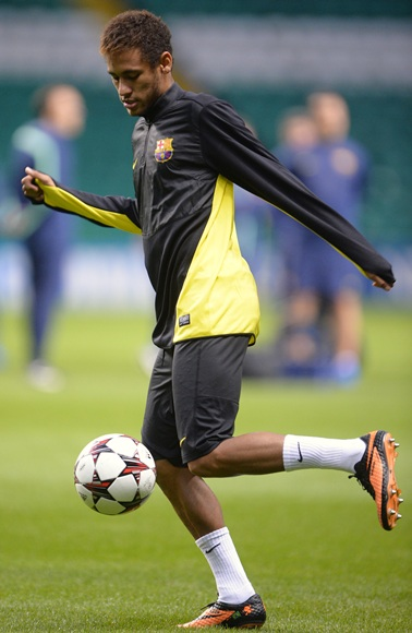 Neymar controls the ball during   Barcelona's training session at Celtic Park Stadium in Glasgow