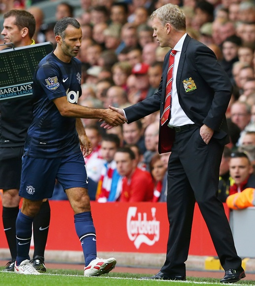 Manchester United Manager David Moyes shakes hands with Ryan Giggs