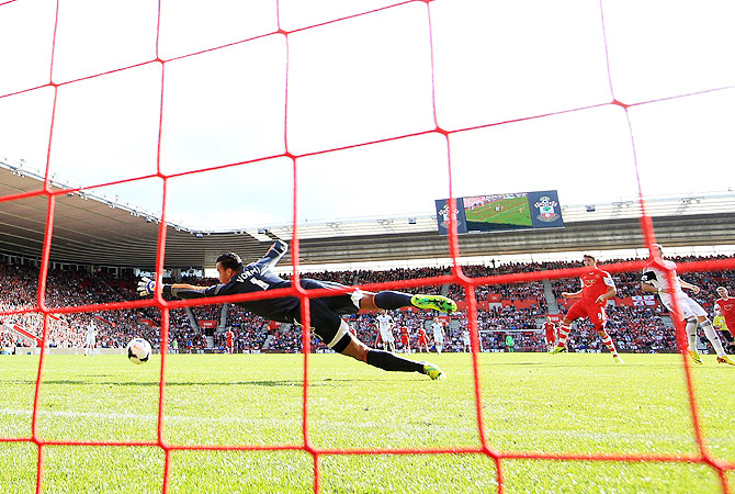 Jay Rodriguez of Southampton (2nd from right) shoots past goalkeeper Michel Vorm of Swansea City to score their second goal during the English Premier League match at St Mary's Stadium in Southampton on Sunday