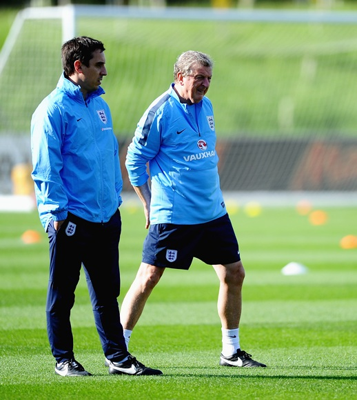 Roy Hodgson of England speaks with Gary Neville