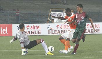 Action from the I-League match between Mohun Bagan and Sporting Clube de Goa played on Saturday