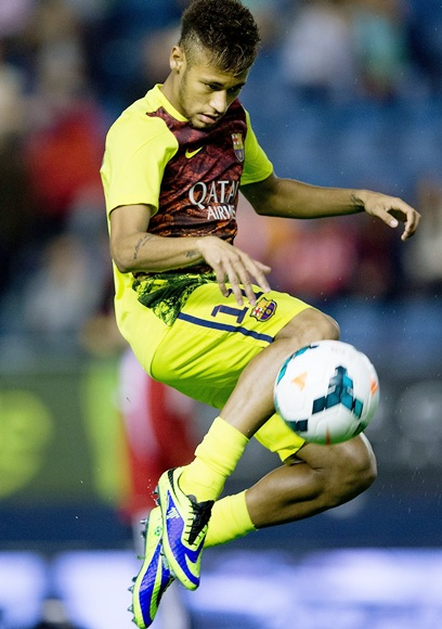 Neymar of FC Barcelona controls the ball