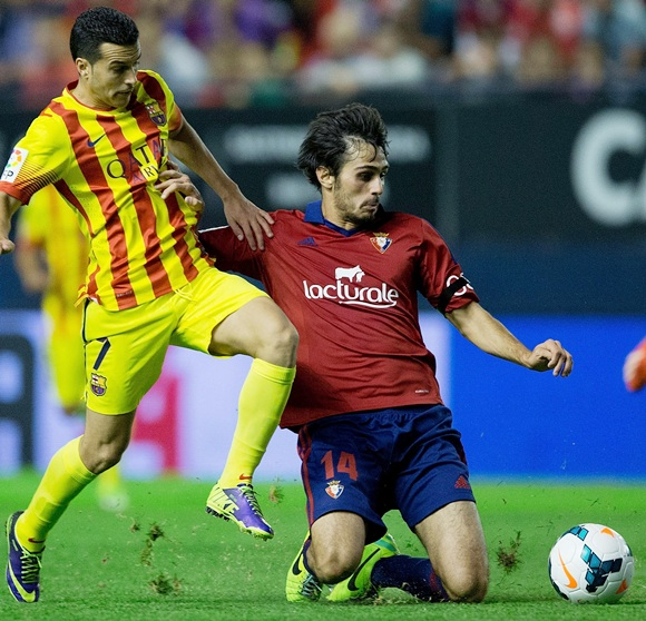 Pedro Rodriguez Ledesma (left) of FC Barcelona competes for the ball with Alejandro Arribas Garrido of CA Osasuna