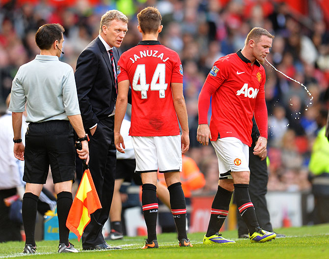 David Moyes the Manchester United manager speaks with Adnan Januzaj and Wayne Rooney