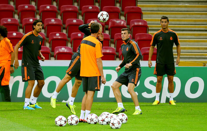 Gareth Bale (second right) and Christiano Ronaldo (right) of Real Madrid attend a training session
