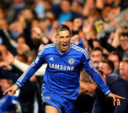 Fernando Torres celebrates his goal