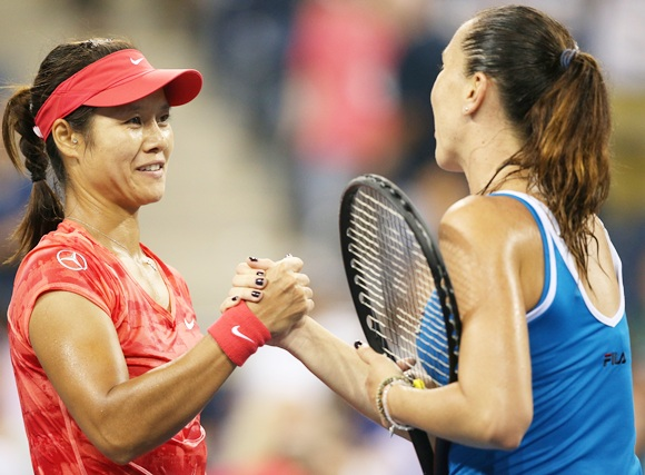 Li Na of China shakes hands at the net after her victory against Jelena Jankovic