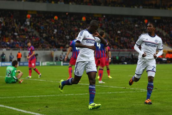Ramires (C) of Chelsea celebrates with Samuel Eto (R) after scoring the opening goal during the UEFA Champions League Group E Match between FC Steaua Bucuresti and Chelsea