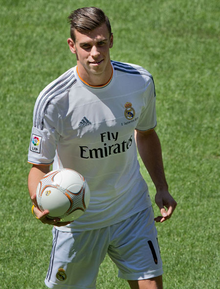 Gareth Bale with his new Real madrid shirt controls the ball during his presentation as a new Real Madrid player