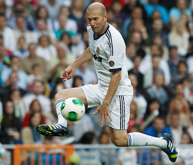 Zinedine Zidane of Real Madrid Legends controls the ball