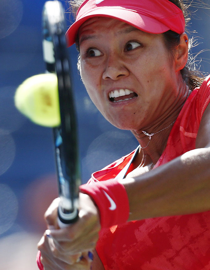 Li Na of China hits a return to Ekaterina Makarova of Russia on Tuesday