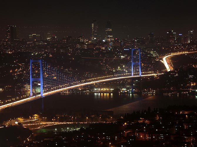 The Bosphorus Bridge that links the European and Asian sides in Istanbul