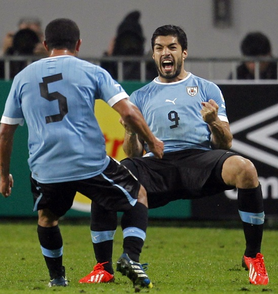 Uruguay's Luis Suarez (facing camera) celebrates with team-mate Walter Gargano