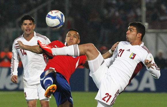 Chile's Alexis Sanchez (centre) and Venezuela's Grenddy Perozo (right) compete for the ball