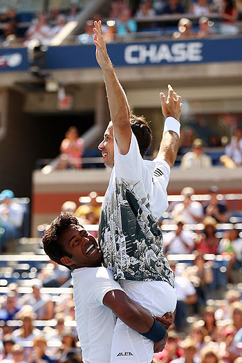 Leander Paes (left) of India and Radek Stepanek of the Czech Republic celebrate winning the US Open title on Sunday