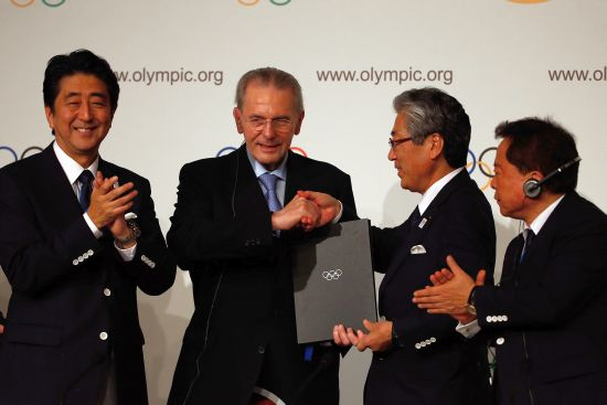 (L-R) Prime Minister of Japan, Shinzo Abe President of the IOC Jacques Rogge, President of the Tokyo 2020 Committee Tsunekazu Takeda and Governor of Tokyo, Naoki Inose sign the host city contract