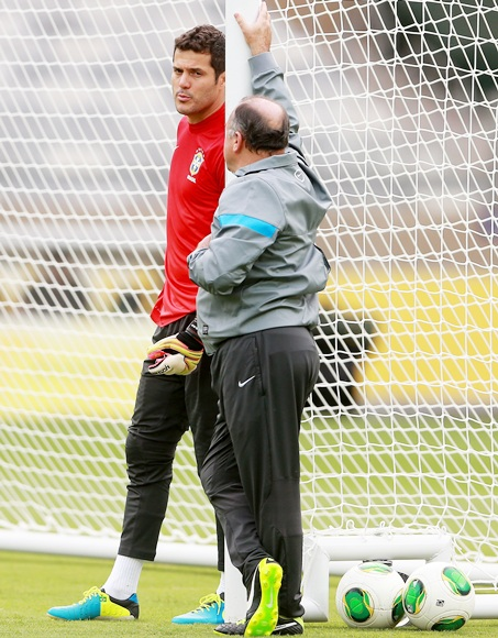 Julio Cesar during a Brazil training session