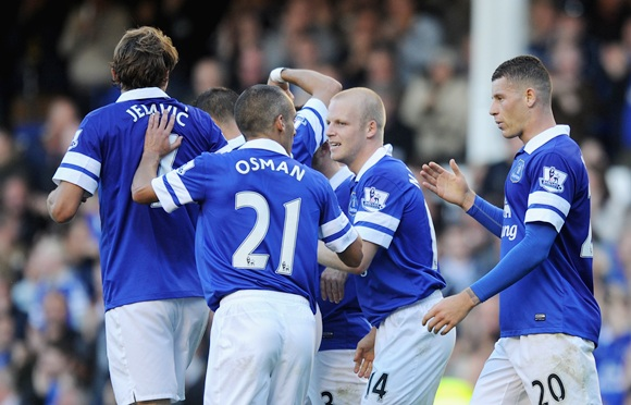 Steven Naismith of Everton celebrates wit his team-mates