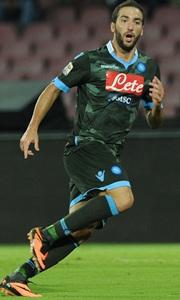 Napoli top Serie A, Balotelli penalty saves Milan