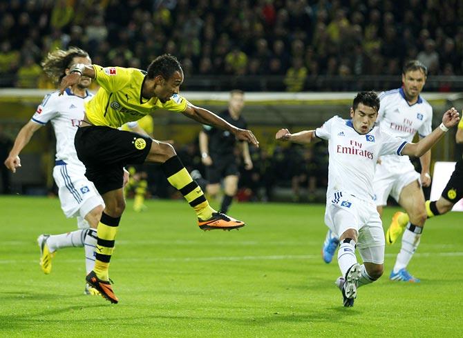 Borussia Dortmund's Pierre-Emerick Aubameyang (left) scores a goal