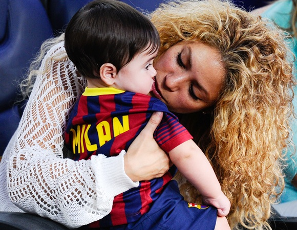 Shakira kisses to her son Milan
