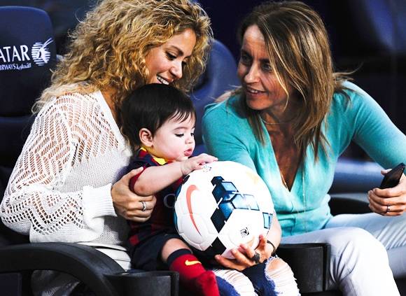 Shakira and Montserrat Bernabeu, Gerard Pique's mother, play with Milan