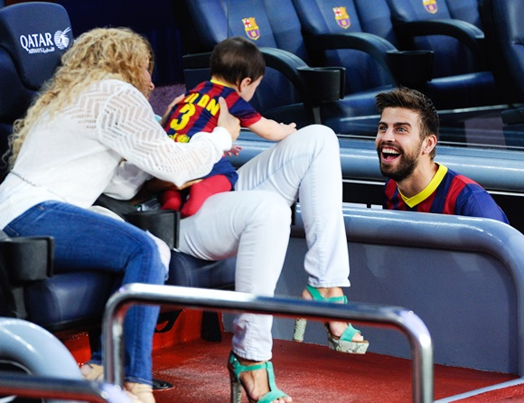 Gerard Pique of FC Barcelona jokes with his son Milan and his wife Shakira