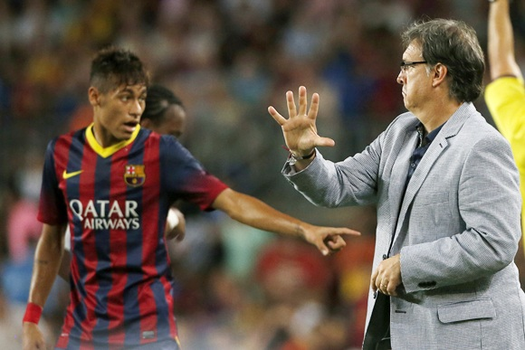 Barcelona's coach Gerardo 'Tata' Martino (right) gestures to Neymar
