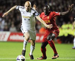 Shelvey in the spotlight as Liverpool go top