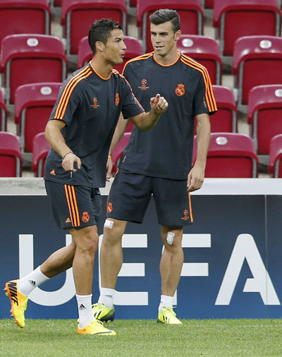 Real Madrid's Cristiano Ronaldo (left) and Gareth Bale take part in a training session at Turk Telekom Arena in Istanbul