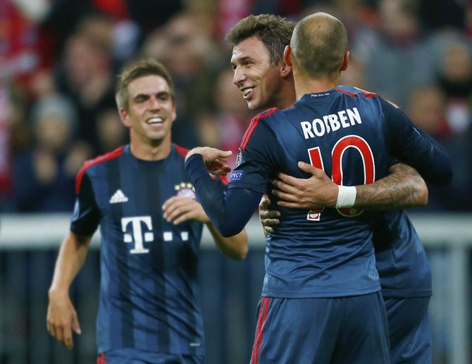 Bayern Munich's Mario Mandzukic (centre) and Arjen Robben celebrate a goal against CSKA Moscow