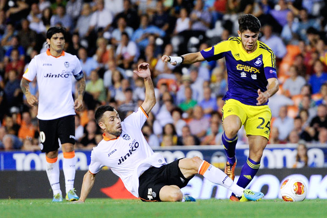 Alejandro Pozuelo of Swansea City duels for the ball with Javi Fuego of Valencia CF during the UEFA Europa League