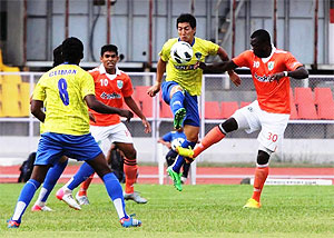Action from the I-League match between Mumbai FC and Sporting Clube de Goa played in Pune on Saturday