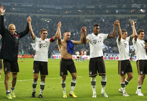 Bayern Munich's players celebrate victory against Schalke 04