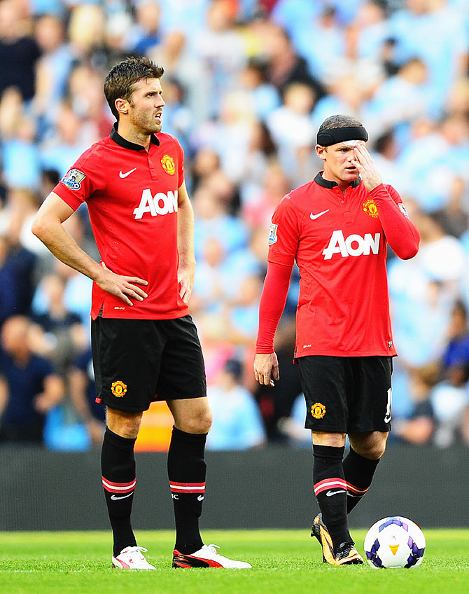 Wayne Rooney (right) and Michael Carrick of Manchester United wear a dejected look