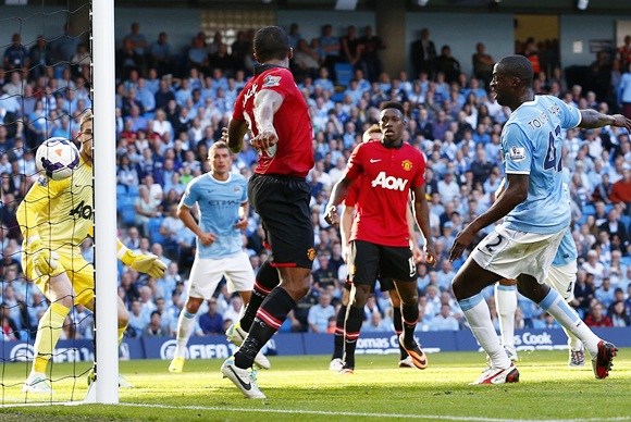 Manchester City's Yaya Toure (rightR) shoots to score