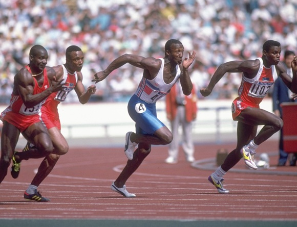 Ben Johnson of Canada, Calvin Smith of the USA, Linford Christie of Great Britain and Carl Lewis of the USA sprint
