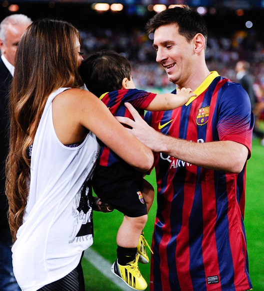 Antonella Roccuzzo and Lionel Messi of FC Barcelona hold their son Thiago Messi