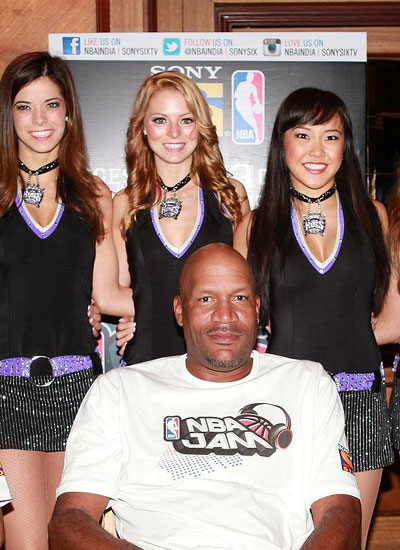 Ron Harper with cheerleaders