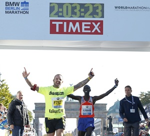 Kipsang smashes marathon world record in Berlin