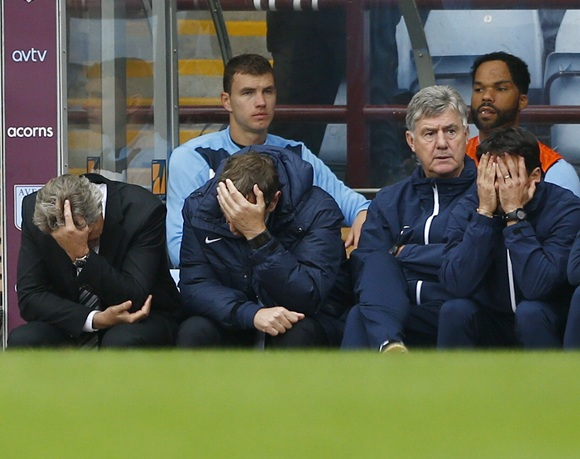 Manchester City's manager Manuel Pellegrini (left) reacts