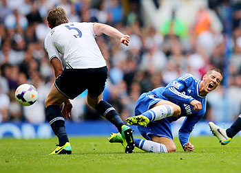 Fernando Torres of Chelsea is challenged by Jan Vertonghen of Tottenham Hotspur on Saturday