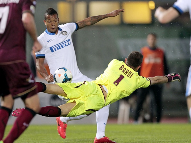 Francesco Bardi of AS Livorno Calcio fights for the ball with Fredy Guarin of FC Internazionale Milano during the Serie A match