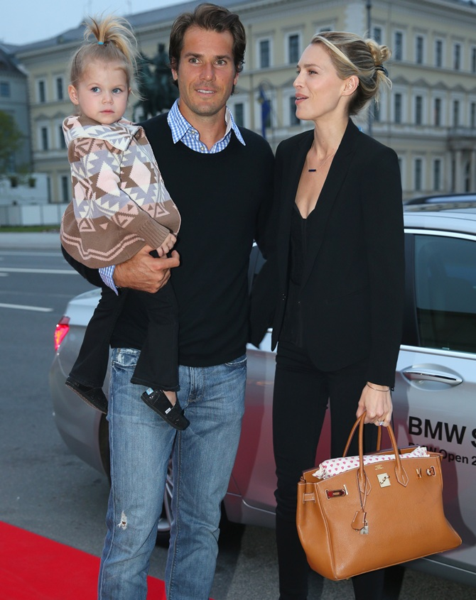 Tommy Haas arrives with his daughter Valentina and Sara Foster